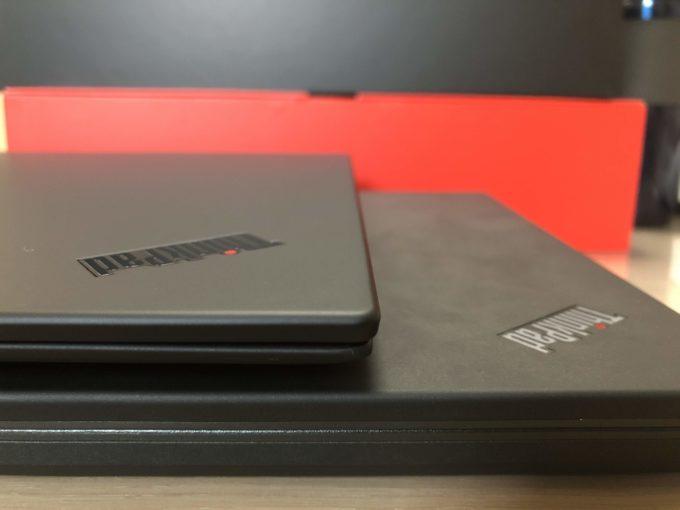 新旧ThinkPad PCの厚みを比べる