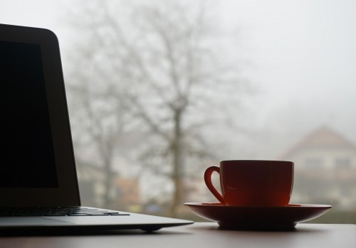 cup-coffe-laptop