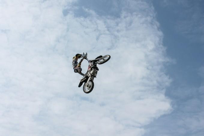 飛躍的な大ジャンプ